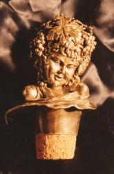 Tappo per bottiglia, bomboniera per i testimoni di nozze. Scultura modellata a tutto tondo in cera e realizzata in argento. Committente privato, 1998