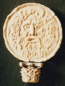 Spilla, modello in cera, realizzato in argento. 3 cm x 3,5cm. Committente privato, 2004