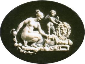 """Copia di """"Forza, Amore e Psiche"""" di Benedetto Pistrucci. Bassorilievo modellato in cera su ardesia, realizzato in argento 12 cm x 9 cm"""