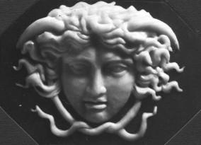 """Copia di """"Medusa""""di Benedetto Pistrucci Altorilievo modellato in cera su ardesia 10 cm x 7 cm"""