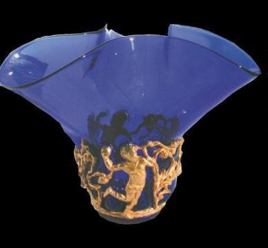 Decorazione per vaso, scultura a tutto tondo modellata in cera e realizzata in bronzo con bagno in oro e in argento Ø 30 cm x 10 cm. Committente privato