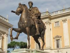 Copia della statua equestre di Marco Aurelio. Modellazione eseguita in plastilina e fusa in bronzo (realizzata in collaborazione). Attualmente esposta sulla Piazza del Campidoglio, Roma. Committente: Comune di Roma, 1997