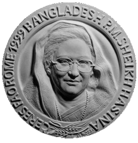 Recto di modello in gesso per la medaglia di bronzo coniato, realizzata in onore del 1° Ministro del Bangladesh Sheikh Hasina. Committente: F.A.O. Food and Agriculture Organization of the United Nations, 1999