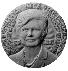 Recto di modello in gesso per la medaglia di bronzo coniato, realizzata in onore del presidente della Latvia, Vike Freiberga. Committente: F.A.O. Food and Agriculture Organization of the United Nations, 2008