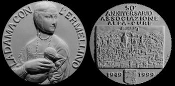 Recto/verso di modello in gesso per la medaglia di bronzo coniato, realizzata in occasione del 50° anniversario dell'associazione Alfa-Cure. Committente: Alfa-Cure, 1999