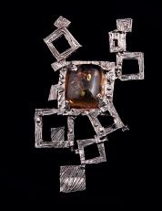 Pendente in argento con ambra. Committente privato, 2007
