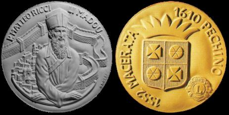Recto/verso di modello in gesso per la medaglia di bronzo coniato, realizzata in occasione della commemorazione di Padre Matteo Ricci Limadaou. Committente: Comune di Macerata, 2002