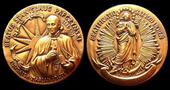 Recto/verso di medaglia in bronzo coniato, realizzata per la beatificazione di Stanislaus Papczynski. Committente privato, 2007