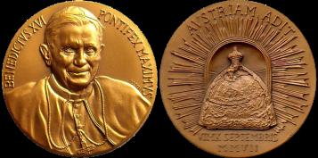 Recto/verso di medaglia in bronzo coniato, realizzata in occasione del viaggio apostolico di Papa Benedetto XVI in Austria. Committente: Città del Vaticano, 2007