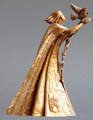 """""""Pace e Comunione dei Popoli"""". Modellazione eseguita in plastilina e fusa in bronzo, cm 23x12x18, destinata ai capi di Stato. Committente: Città del Vaticano, 2020"""